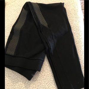 Black leggings w/black fou leather stipe down legs